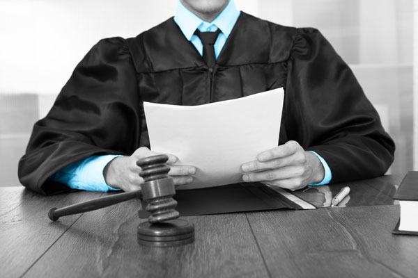 judge-reading-papers